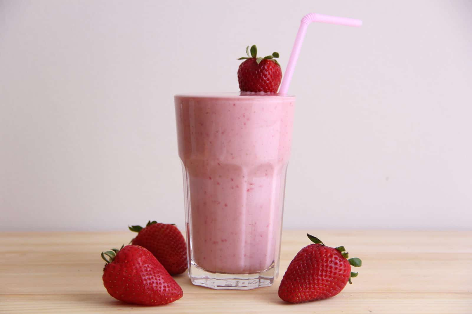 strawberry banana smoothie in a glass with whole strawberries   goodMix Superfoods